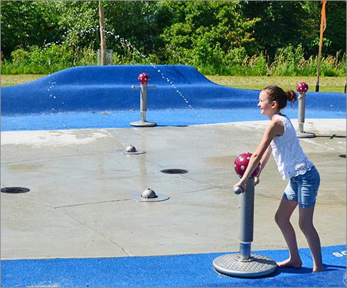 Spielplatzgeräte mit Wasser