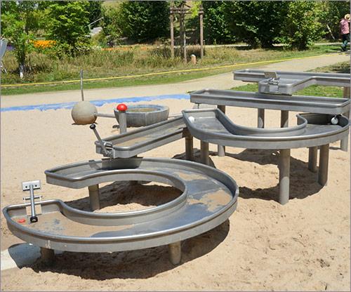 Spielgeräte, Sonderkonstruktion mit Wasser